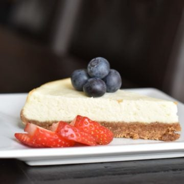 The easiest Petite Cheesecake, Skinny Cheesecake, pressure cooker cheesecake, by Spice Cravings. Instant Pot Skinny Cheesecake: my take on a classic New York Cheesecake. Made with a crust of graham crackers, with smoothcustard-like cream cheese filling. #food #foodie #foodblogger #delicious #recipe #instantpot #recipes #easyrecipe #cuisine #30minutemeal #instagood #foodphotography #tasty