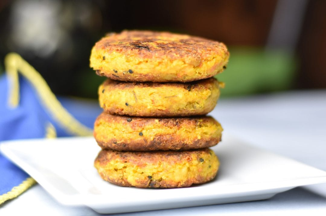 Quinoa Veggie Burger by Spice Cravings. Crispy on the outside, soft and fluffy on the inside, this is a delicious vegetarian twist to the classic hamburger: Quinoa Veggie Burger! This recipe has instant pot and stove pot variations and uses potatoes and peas with onions, and Indian spices for a tasty burger patty. #food #foodie #foodblogger #delicious #recipe #instantpot #recipes #easyrecipe #cuisine #30minutemeal #instagood #foodphotography #tasty #indian