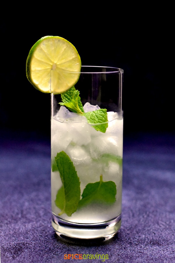 low carb mojito in highball glass garnished with lime slice