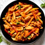 chicken fajita pasta in black bowl