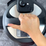 Closing the lid of the pressure cooker