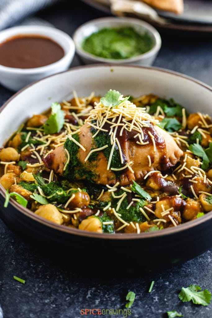 easy samosa chaat in bowl