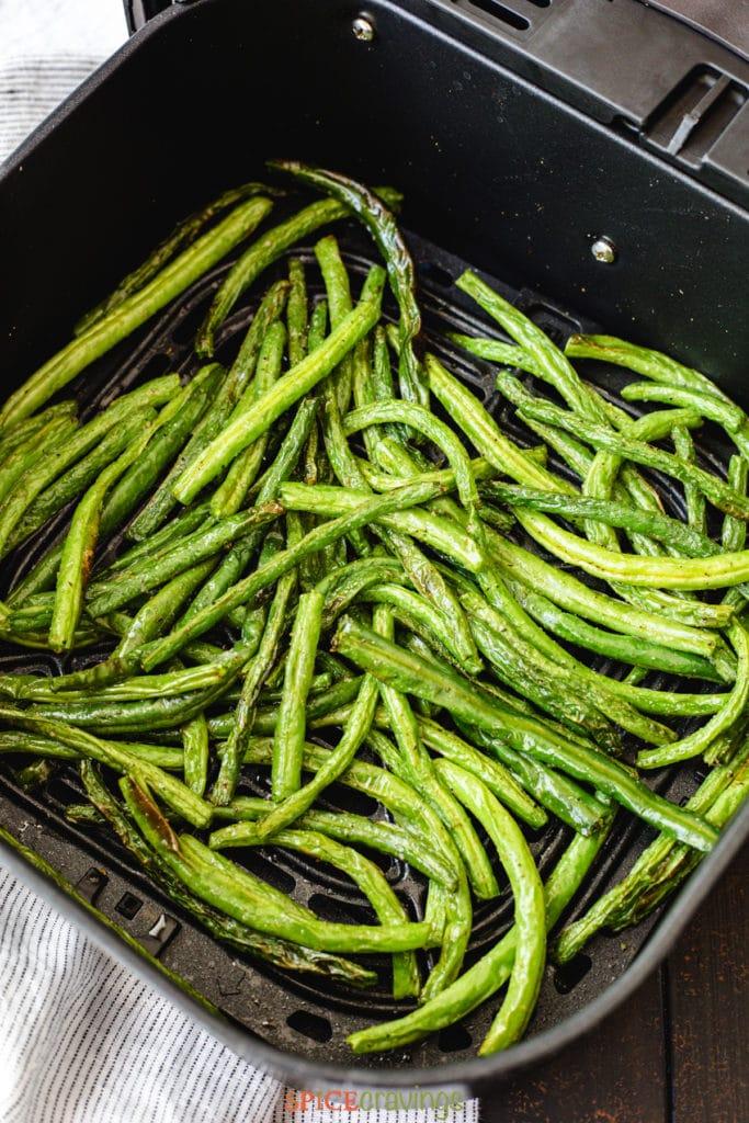 roasted green beans in air fryer basket