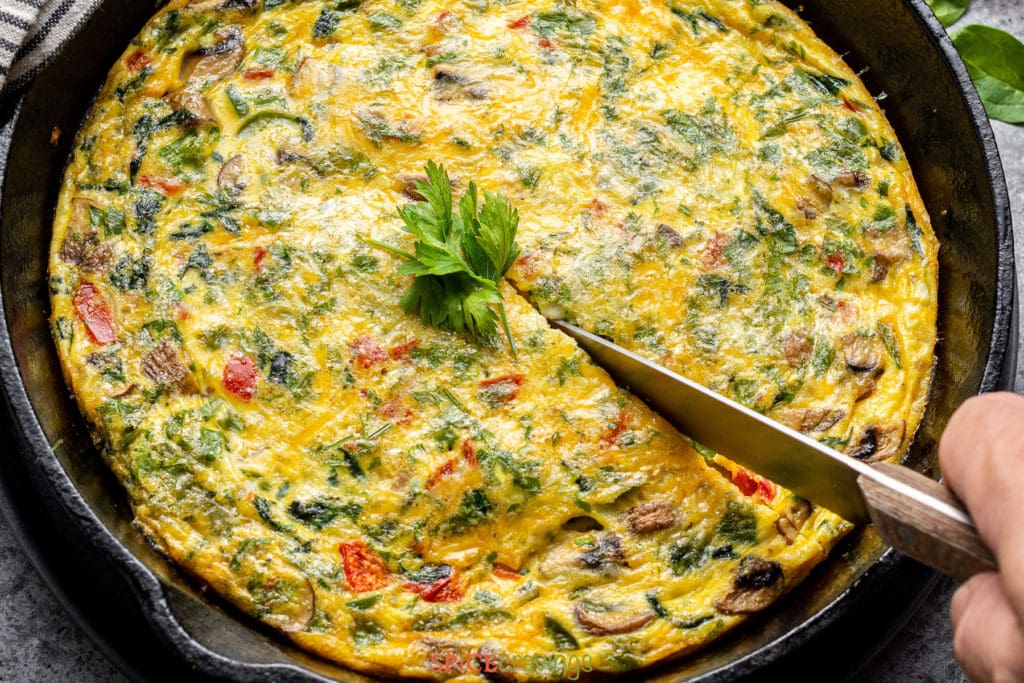 Cutting egg frittata with a knife